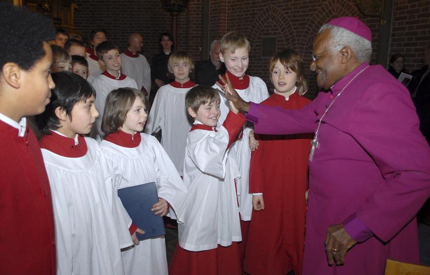 Korguttene hilste på Desmond Tutu i 2008. Foto Lars O. Flydal