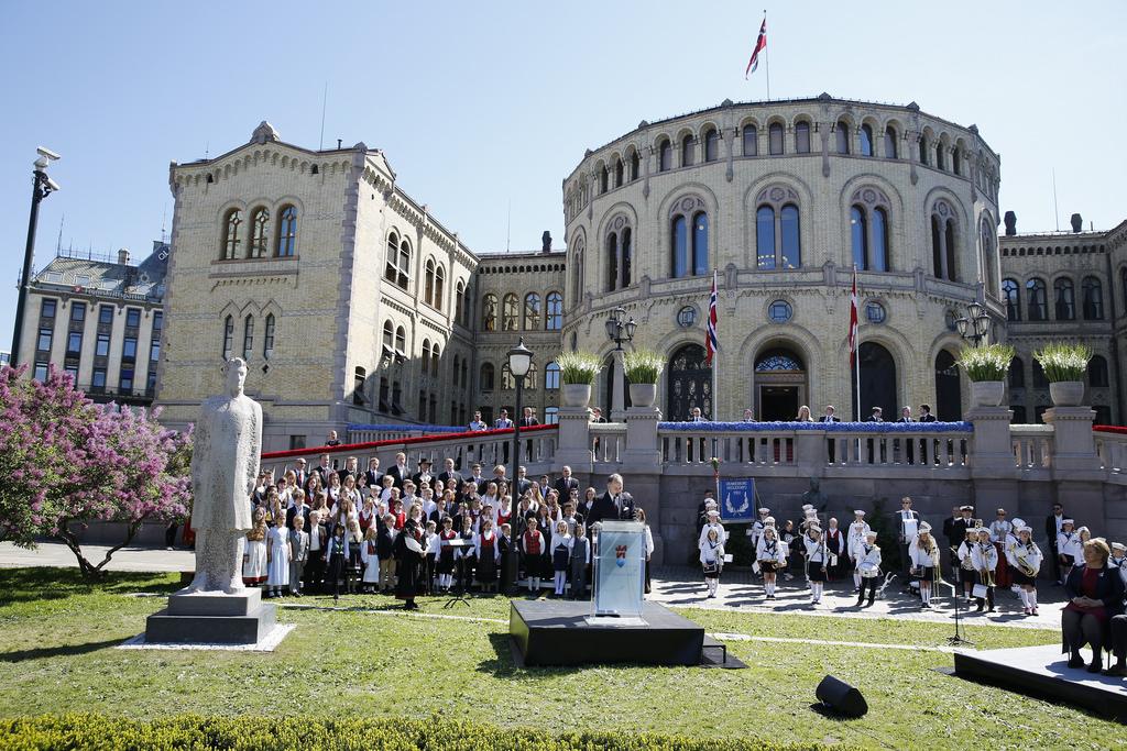 Stortingspresidenten taler ved avdukingen av Christian Fredrik-monumentet. Foto: Terje Heiestad/Stortinget.